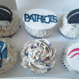 Customised Patriots Oreo cupcakes