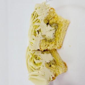 *NEW*  6 X pistachio and orange cupcakes
